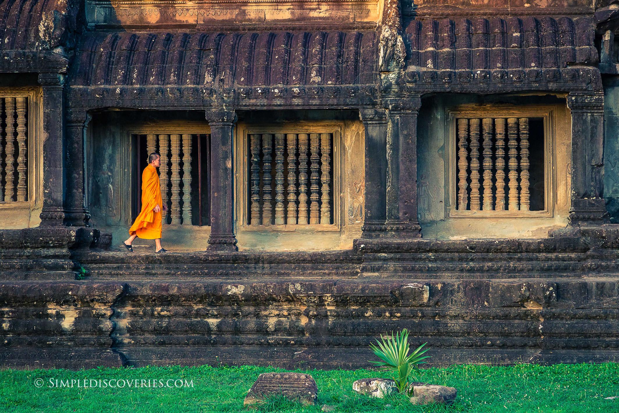 monk_cambodia_angkor_wat