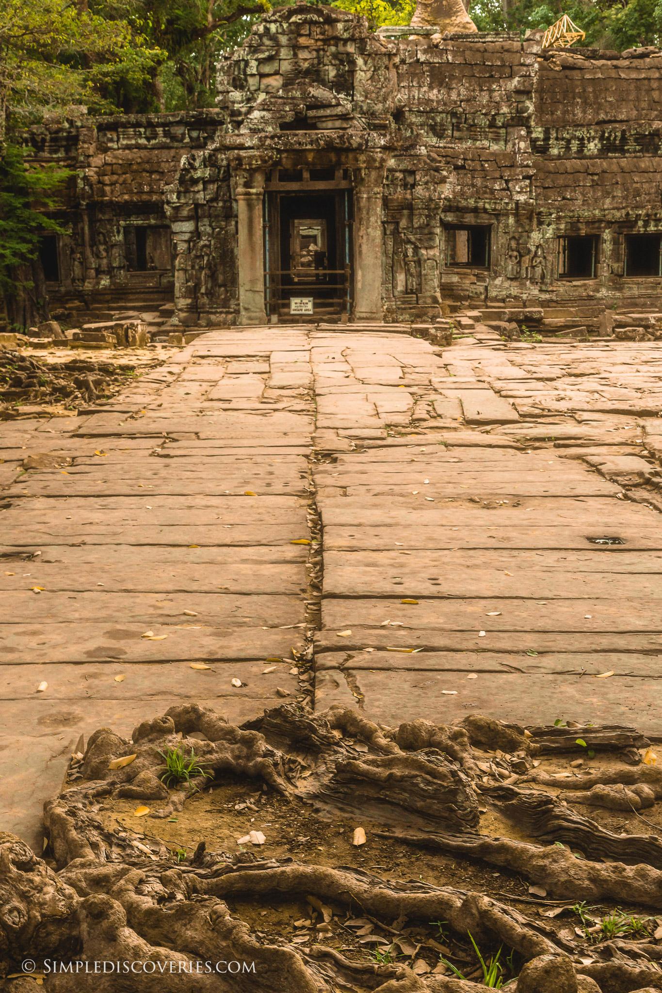 cambodia_ta_prohm_entrance