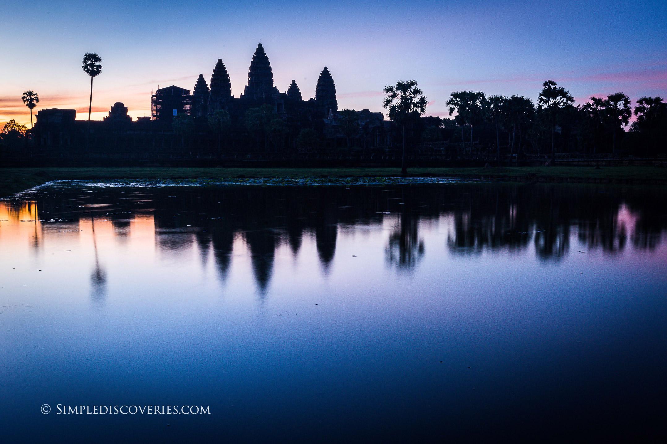cambodia_angkor_wat_dawn_reflection