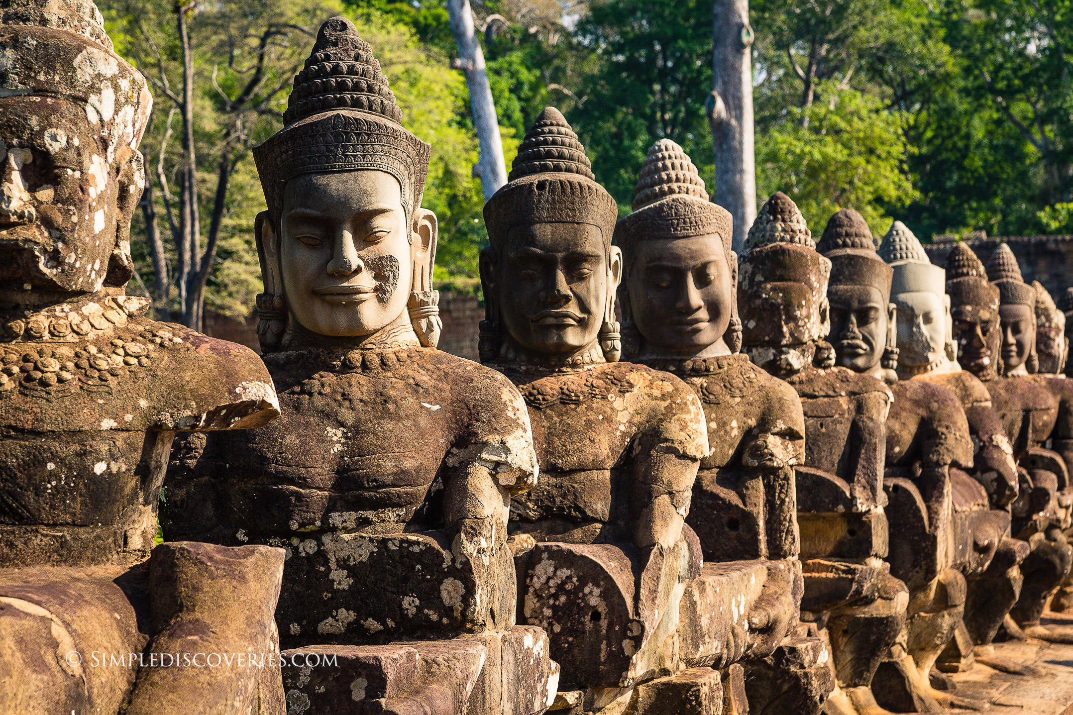 cambodia_angkor_thom_south_gate_statues