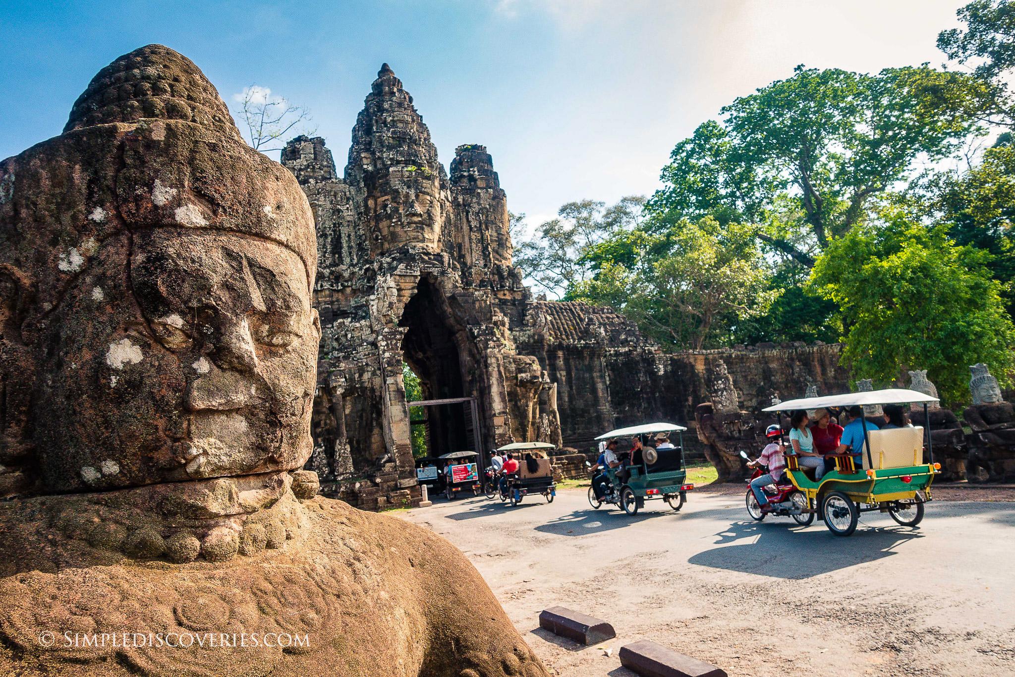 cambodia_angkor_thom_south_gate