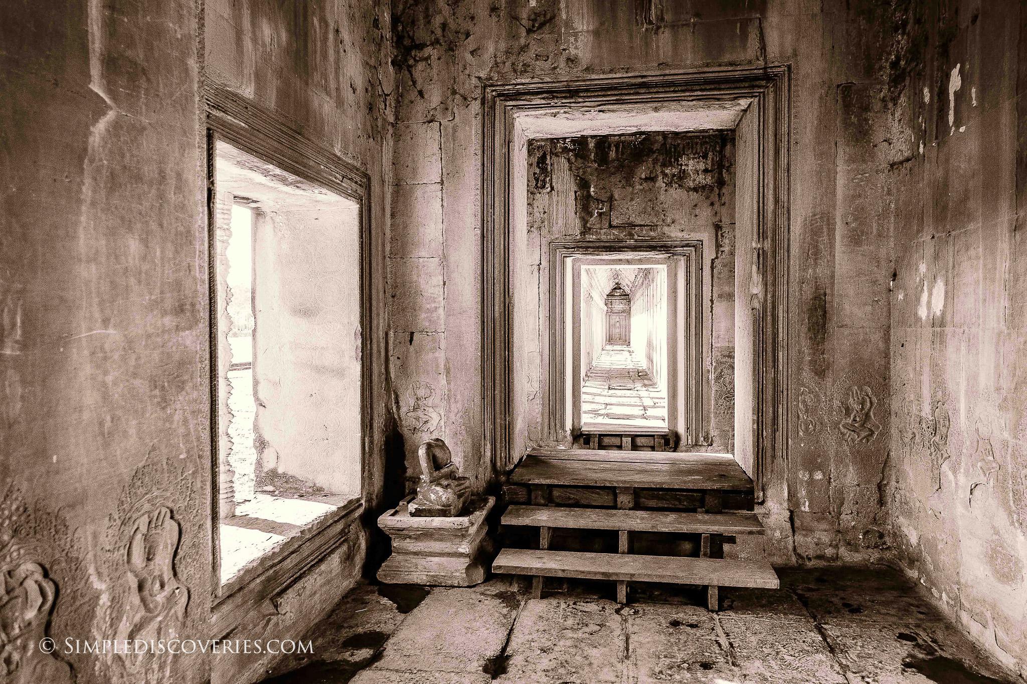 angkor_wat_doorway_cambodia