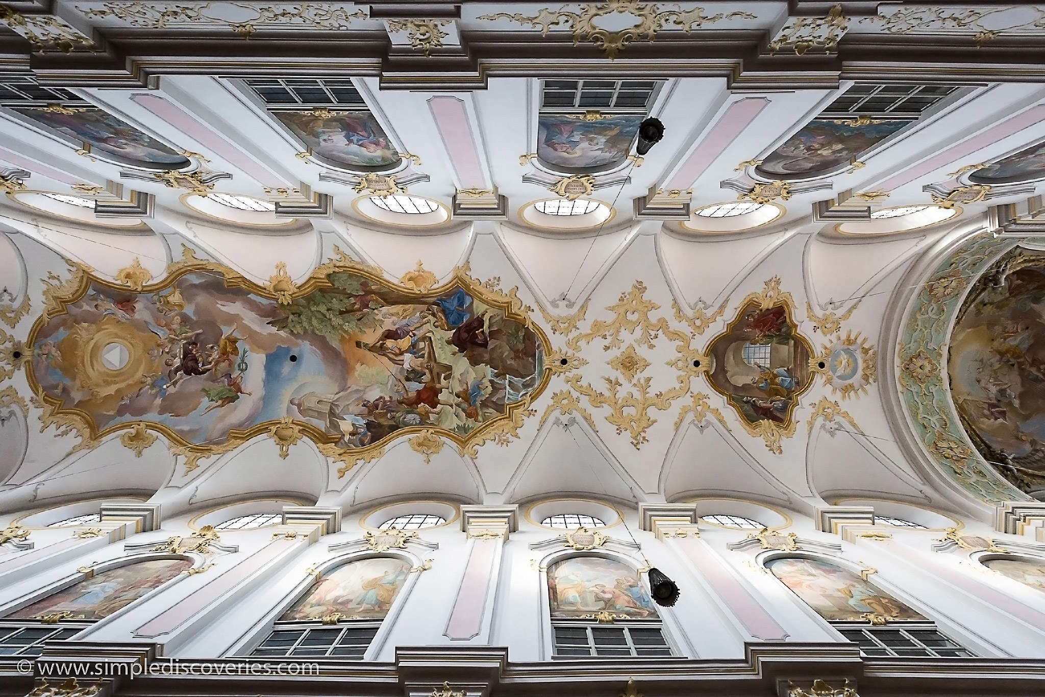 st_peters_church_ceiling_munich