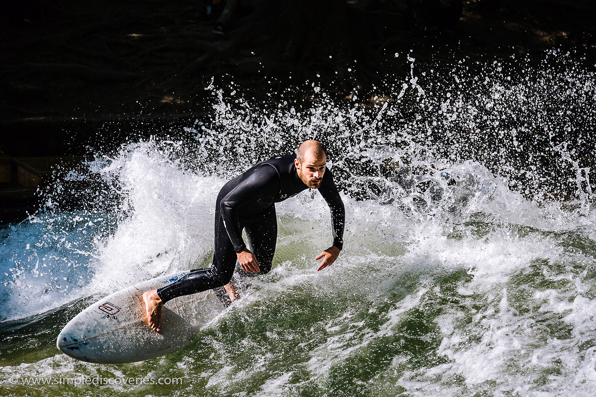 eisbach_munich_surfing