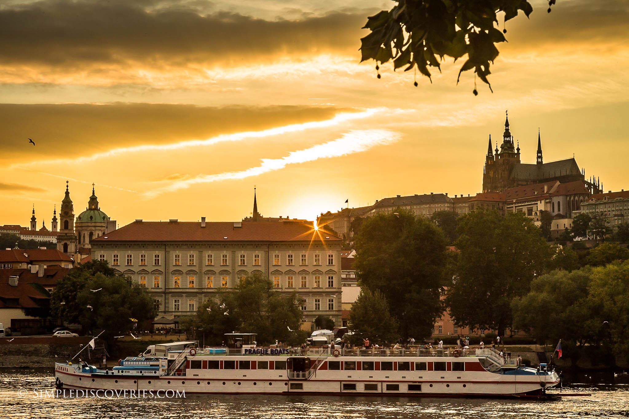 prague_river_sunset