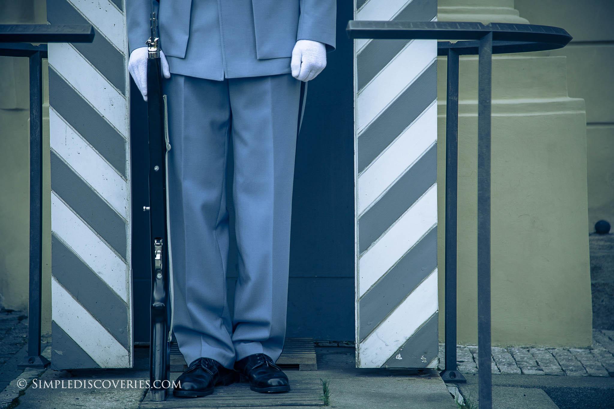 castle_guard_feet_prague