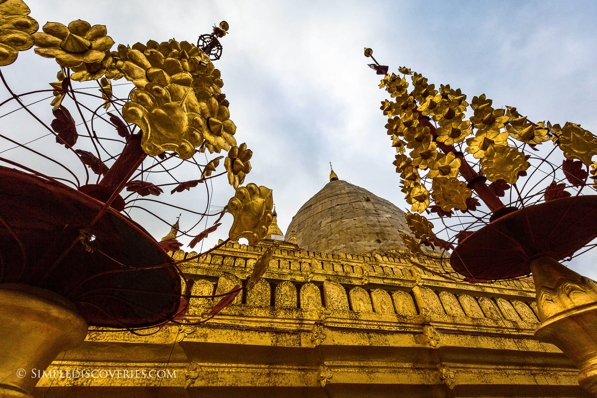 shwezigon_pagoda_bagan_myanmar