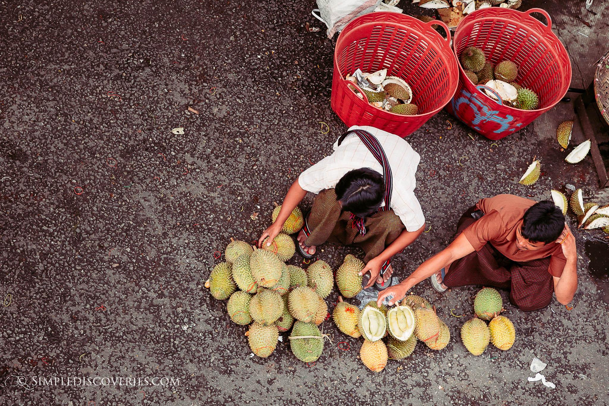 fruit_vendors_yangon_myanmar