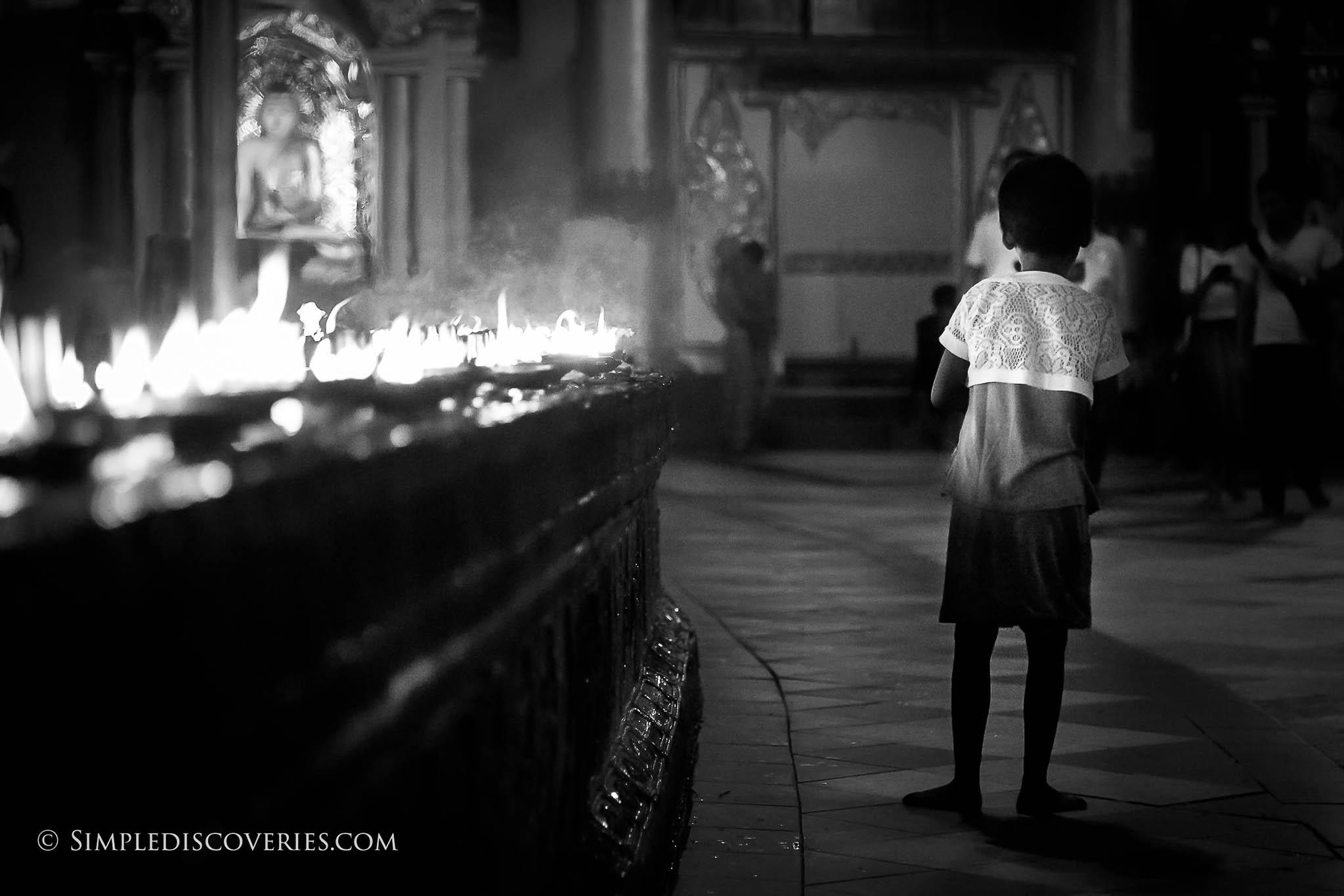 candles_shwedagon_pagoda_myanmar