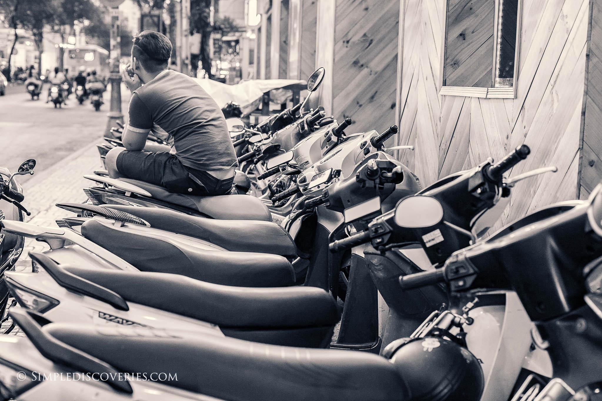 vietnam_motorcycle_parking