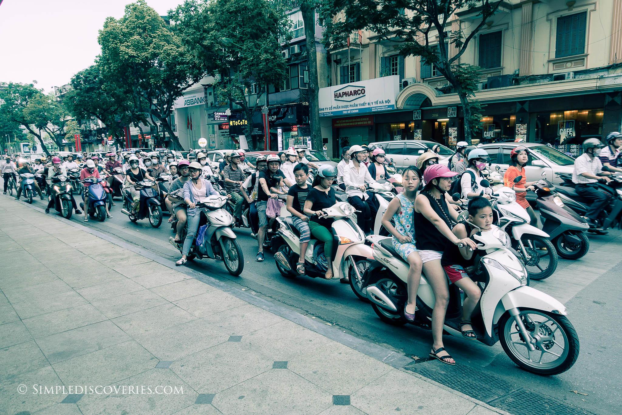 vietnam_hanoi_motorcycle_traffic