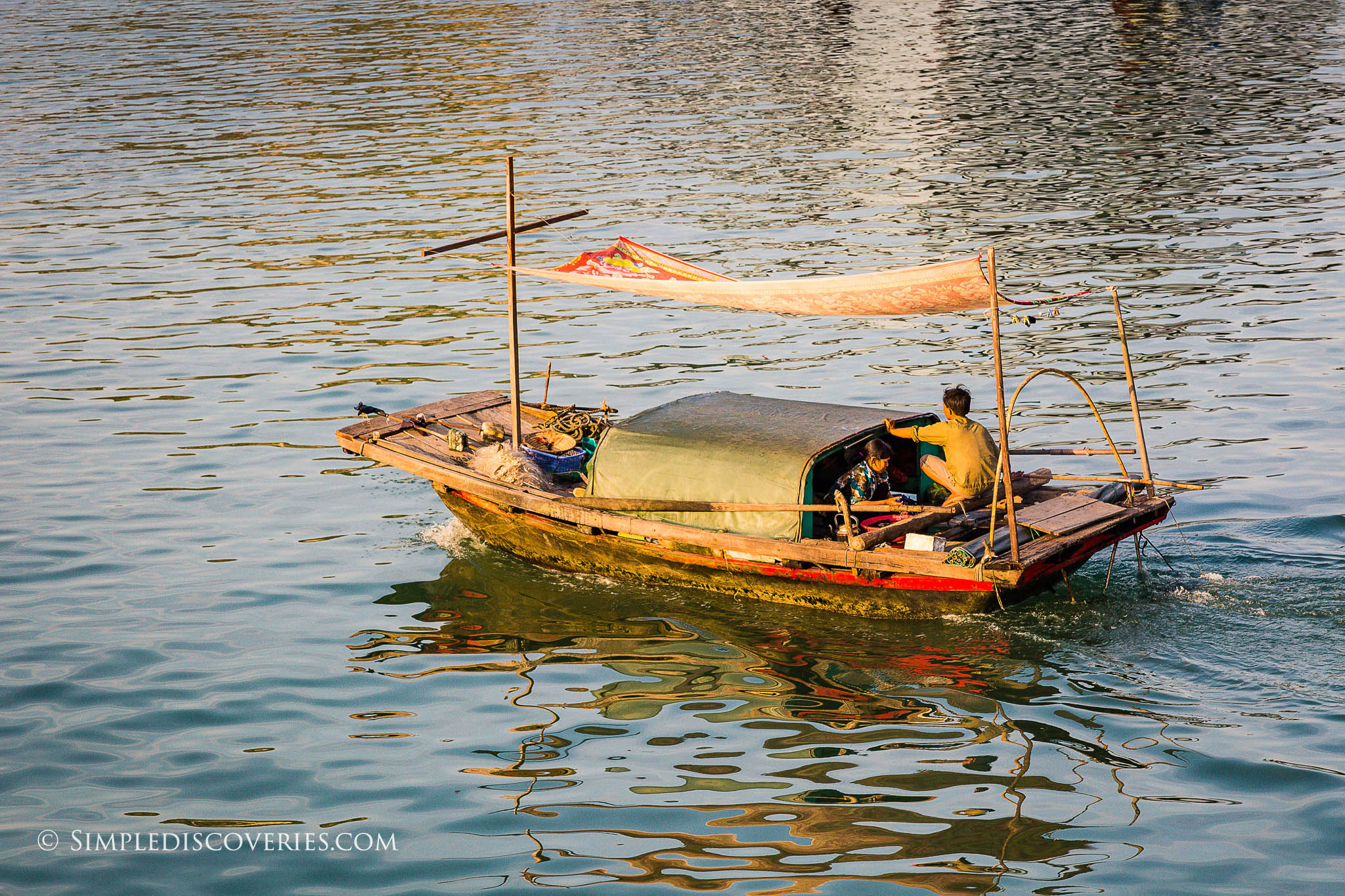 local_sailing_halong_vietnam