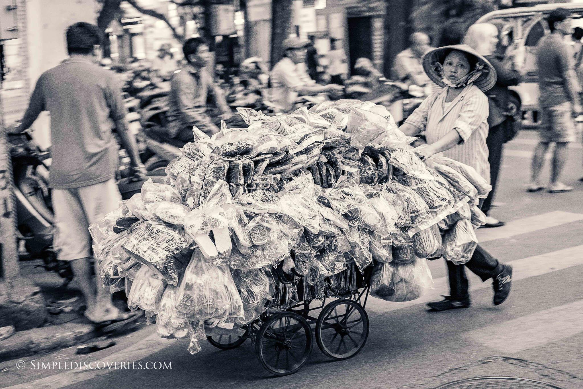 hanoi_street_vendor_vietnam