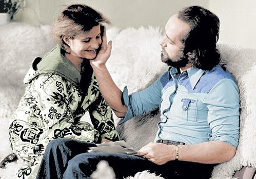 С гимнасткой Ольгой КОРБУТ БОРТКЕВИЧ состоял в браке 22 года
