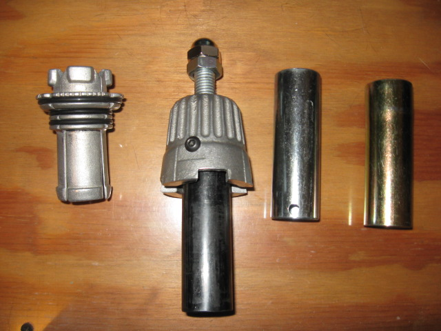 Output shaft seal removal tool