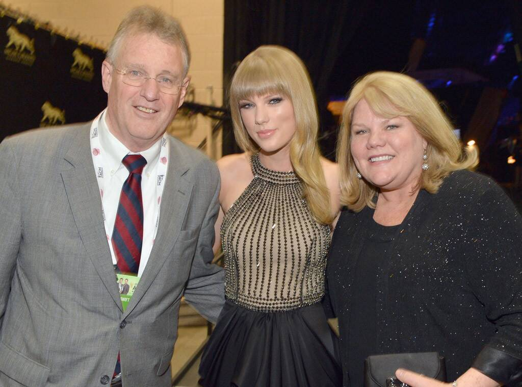 Taylor swift mom and dad