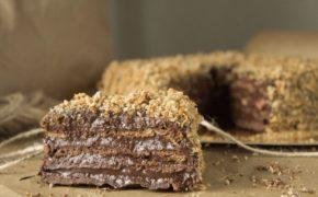Кусок кофейного торта по Дюкану