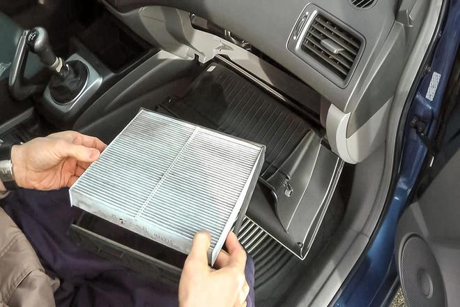 Во время дождя в машине запотевают стекла