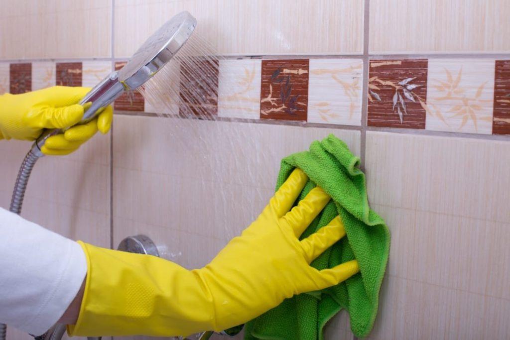 Средство для чистки плитки в ванной от налета