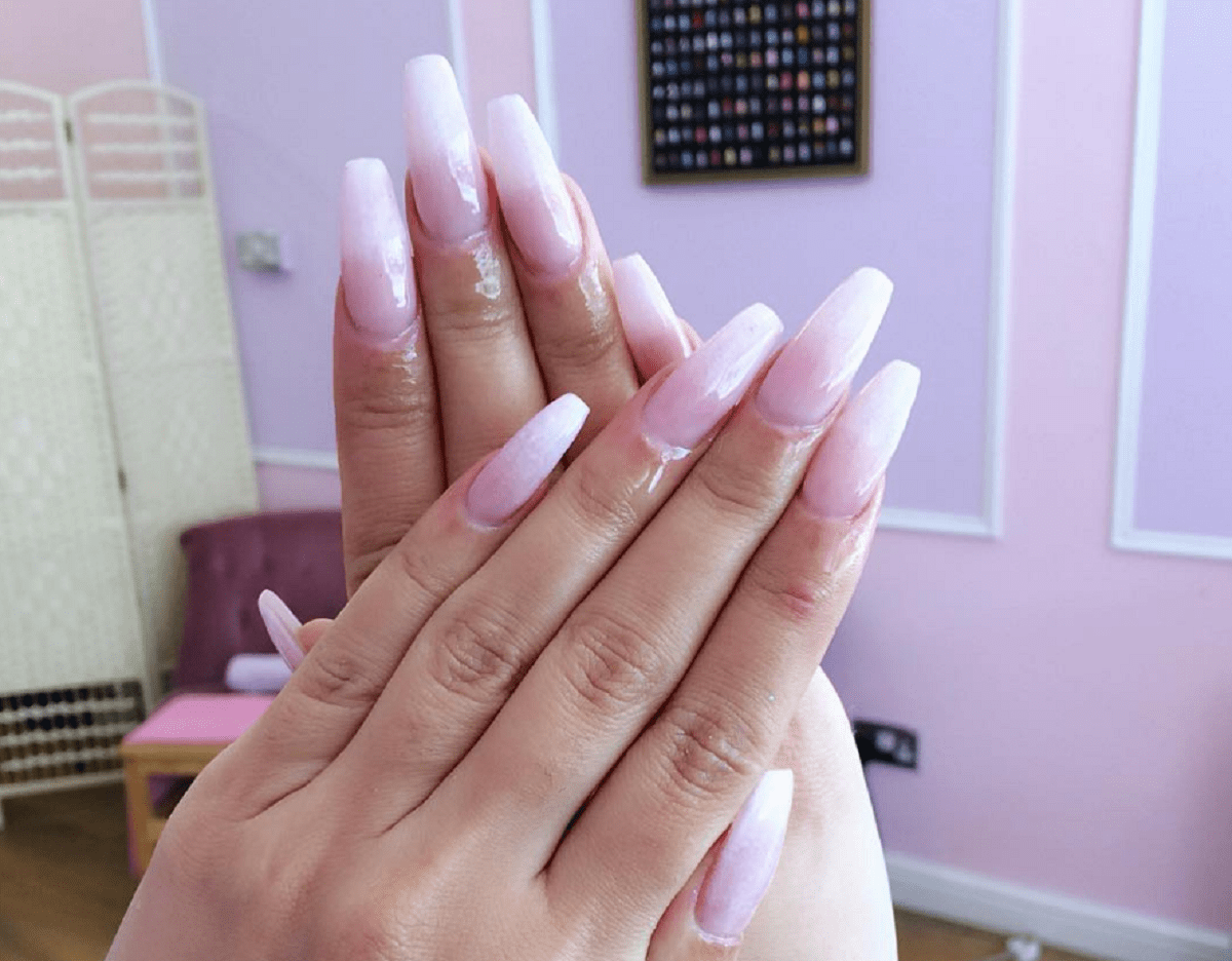 How long do pre glued nails last