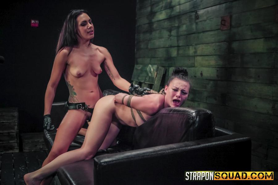 Порно хаб страпон