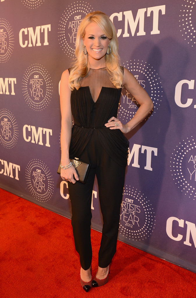 Cmt artist of the year 2012 carrie underwood