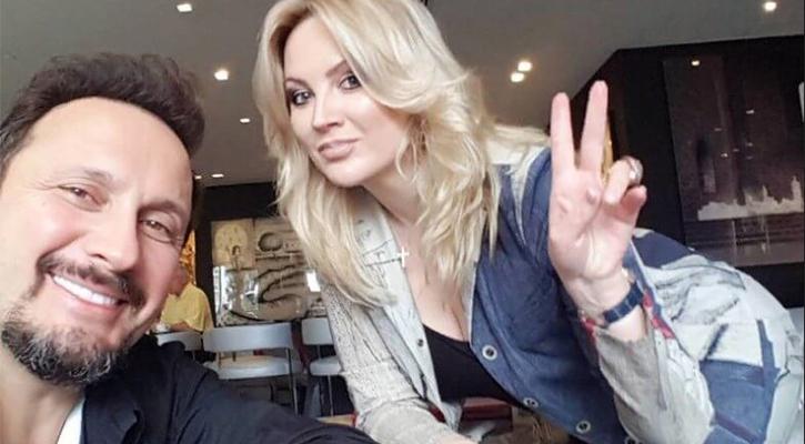 Стас Михайлов обедают в кафе