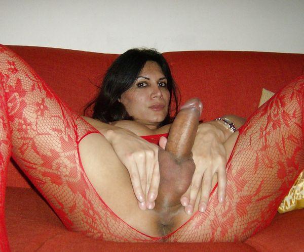 Фото 14 - Эротичный стоящий пенис голого транссексуала - домашнее. Смотреть онлайн