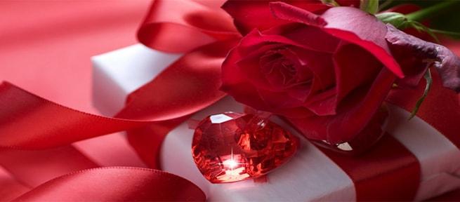 Подарок на свадьбу в виде рубина