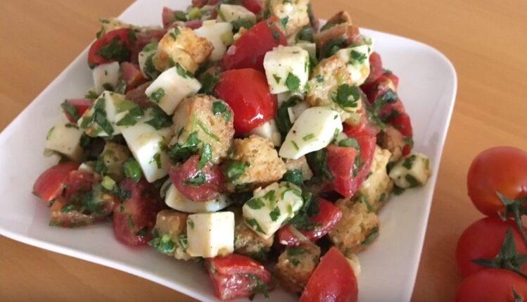 Вкусный и простой салат с сухариками