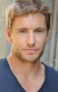 В главной роли Актер Бретт Такер, фильмографию смотреть онлайн.