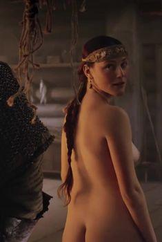 Голая Лия Кебеде в фильме «Цветок пустыни», 2009