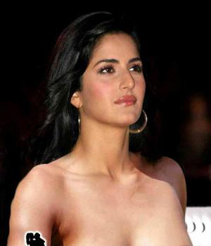 Bollywood Actress Katrina Kaif Caught Without Bra Oops Pics
