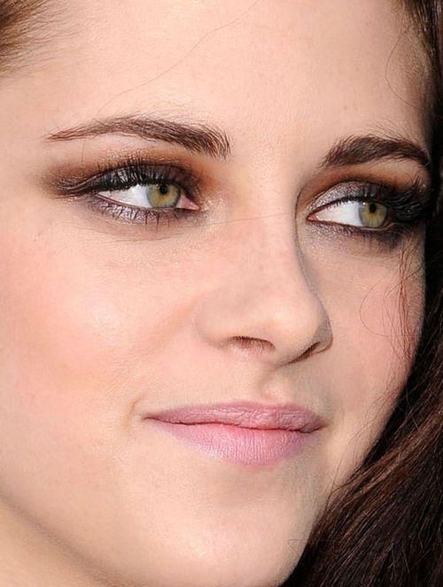 Kristen stewart eye color