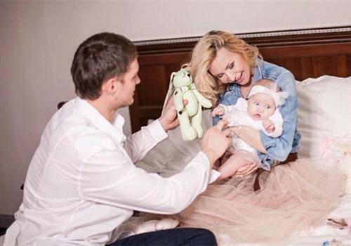 Счастливые родители Элина Камирен и Александр Задойнов