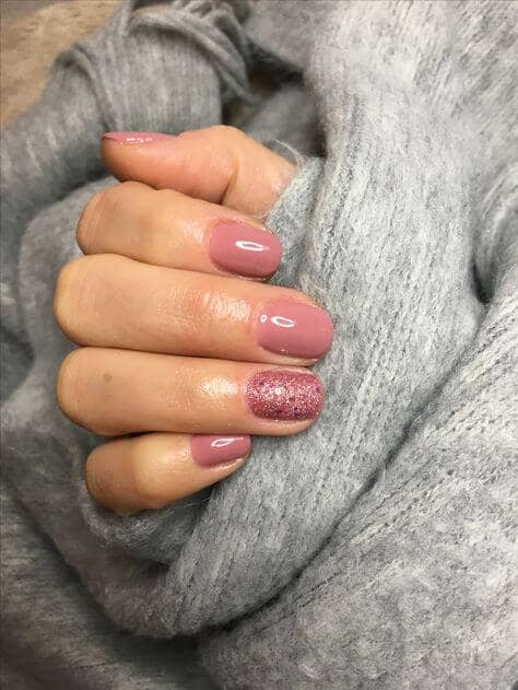 Mauve Mani with Textured Accent Nail