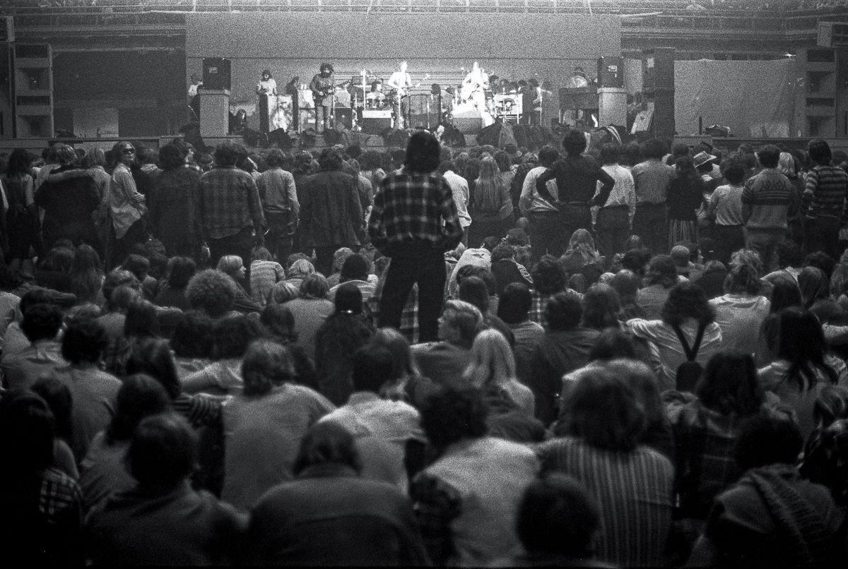 Музыкальные фанаты собрали более 6000 редких и уникальных концертных фотографий 10