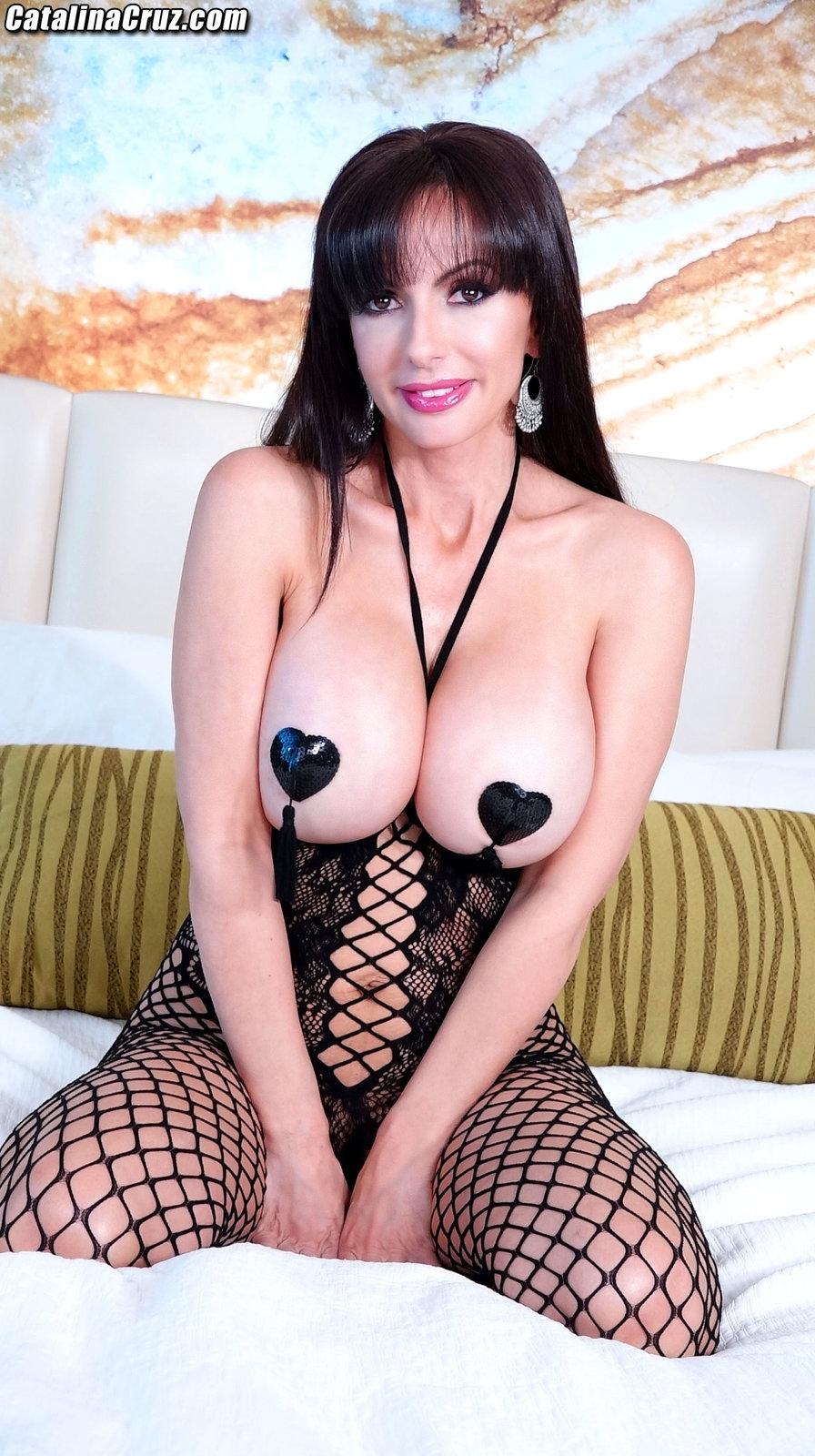 Catalina Cruz fucks a cock with Sarah Jessie live on cam April 17, 2018