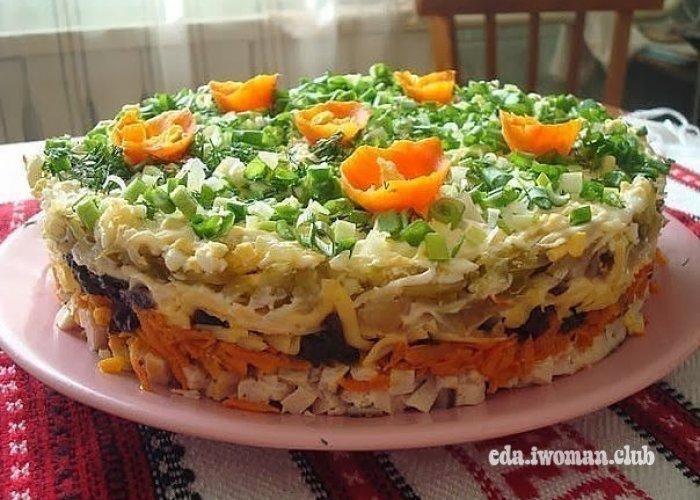"""Слоёный салат с черносливом """"Ночка"""" - готовое блюдо"""