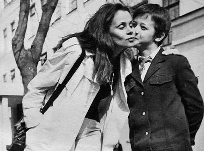 Алексей Макаров в детстве с мамой Любовью Полищук