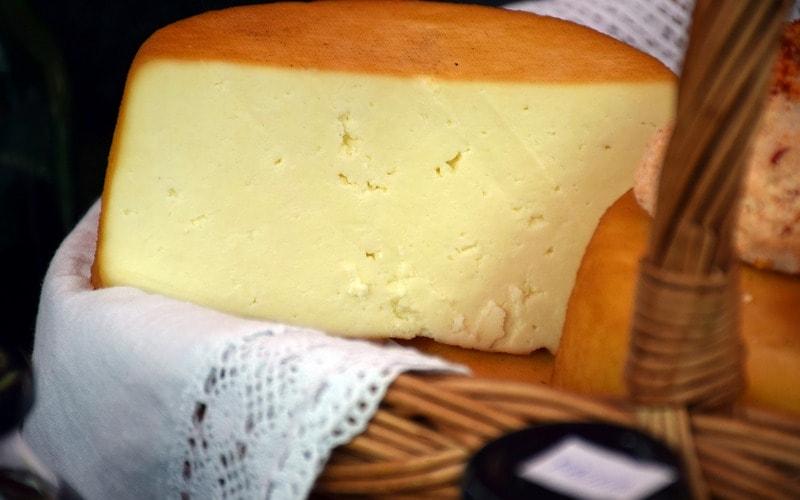Как приготовить сыр твердых сортов в домашних условиях