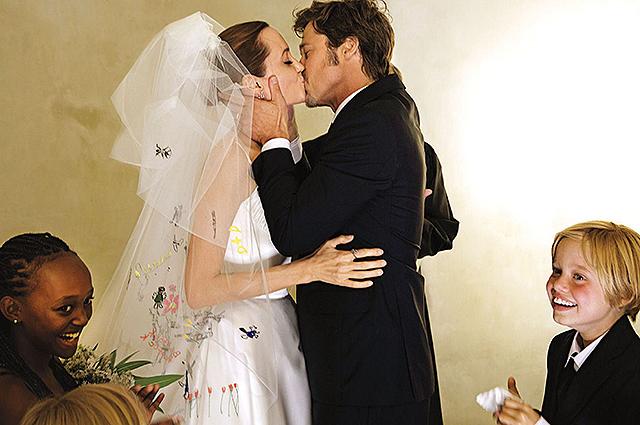 Анджелина Джоли и Брэд Питт на свадьбе
