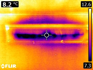 Warmtefoto brievenbus die koude infiltratie laat zien