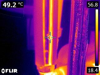 een voorbeeld van leidingisolatie waar nog enige verbetering mogelijk is weergegeven met infraroodbeelden