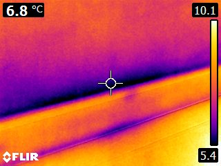 Een warmtescan met hierin zicht waar de woning warmte verliest