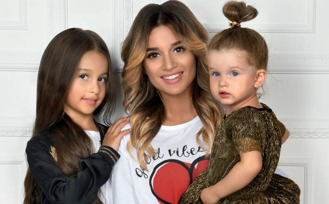 Ксения Бородина с дочками Марусей и Теей