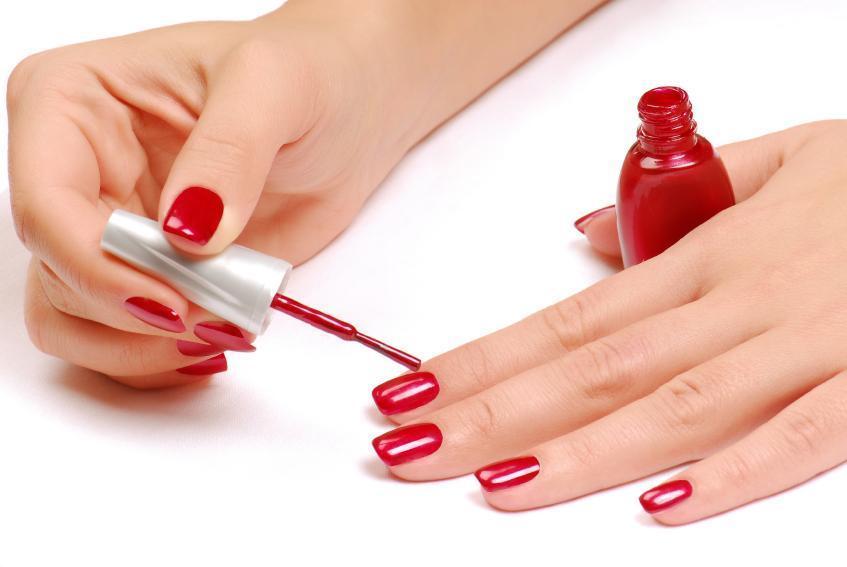 Paint finger nails