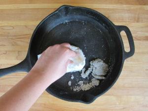 Как почистить квартиру с помощью соли