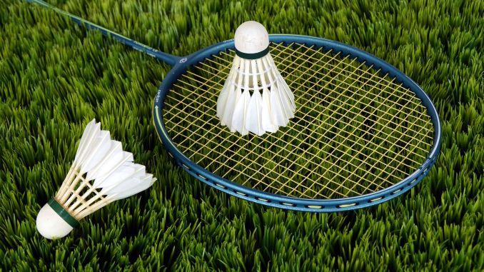badminton raketa míčky