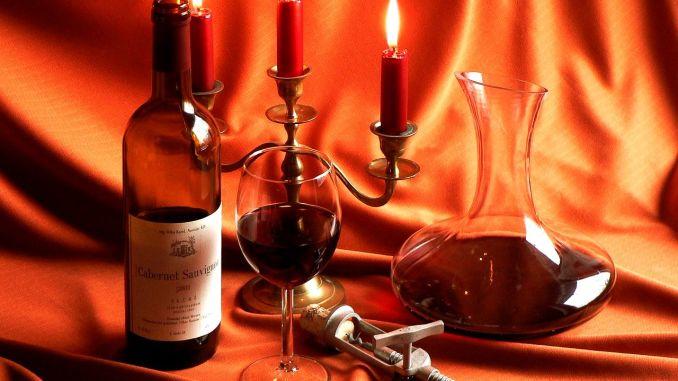 víno svíčky karafa otvírák